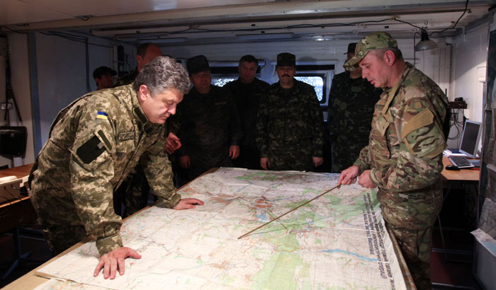 ukr_Poroshenko_commanding