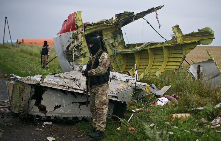 Novorossia miltia guards the Malaysian crash site from destruction by Ukrainian Army