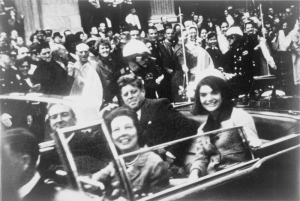 John_F._Kennedy_motorcade,_Dallas_crop-800x537